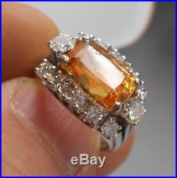 Ancienne Bague de Joaillerie en or blanc 18 carats, saphir jaune et diamants