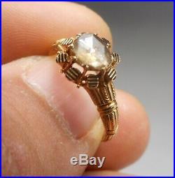 Ancienne bague Napoléon III en or 18 carats sertie d'un diamant