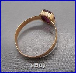Ancienne bague en or 18 carats sertie d'un rubis