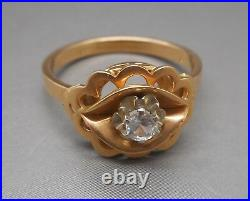 Ancienne bague en or 18 carats sertie d'un saphir blanc
