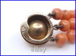 Bracelet ancien 3 rangs de perle de corail orangé fermoir en or 18k XIXeme