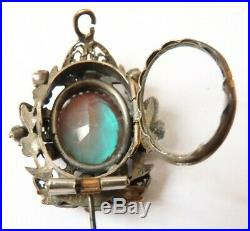 Broche reliquaire en métal et SAPHIRET Saphirets bijou ancien