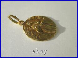 Médaille ancienne Art Déco Sainte colombes or massif 18 carats French charm 750