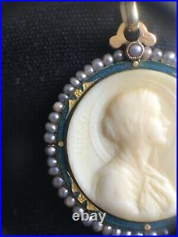 Médaille ancienne de la Vierge Marie or 18K émail et perles Art Nouveau