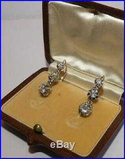 Paire De Dormeuses Anciennes En Or Et Trois Diamants. Vers 1900