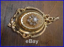 Pendentif ancien porte bonnheur. Photo avec perle en or 18 carats