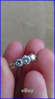 Somptueuse bague ancienne en platine et diamants. Plus de 4000e